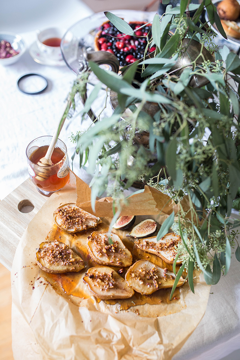 honey-caramelized pears with nuts
